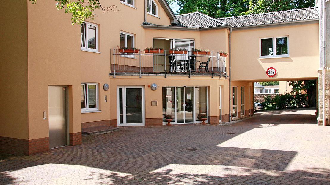 IMG_1121_Hohenstein_Ernstthal_Aussenansicht_Eingang_Hof_2011